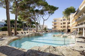 Pool des Hotels Bella Playa in Cala Ratjada