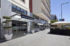 Eingang Hotel Autohogar - beliebtes Hotel für preisbewusste Gruppenreisen nach Barcelona