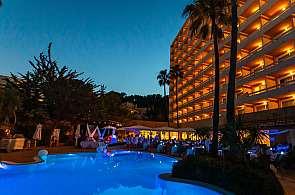 Hotel Valentin Reina Paguera bei Nacht