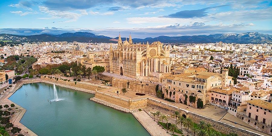 Die Inselhauptstadt Palma ist ein beliebtes Ausflugsziel für jeden Betriebsausflug auf Mallorca