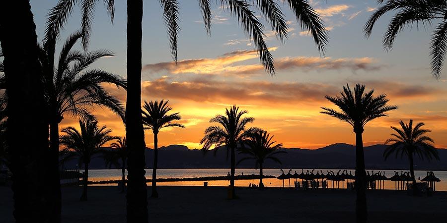 Sonnenuntergang am Strand von Arenal